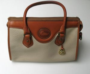 dooney_and_bourke_white_leather_purse_1
