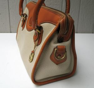 dooney_and_bourke_white_leather_purse_2