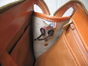 dooney_and_bourke_white_leather_purse_4