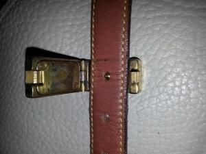 brass fastens_open
